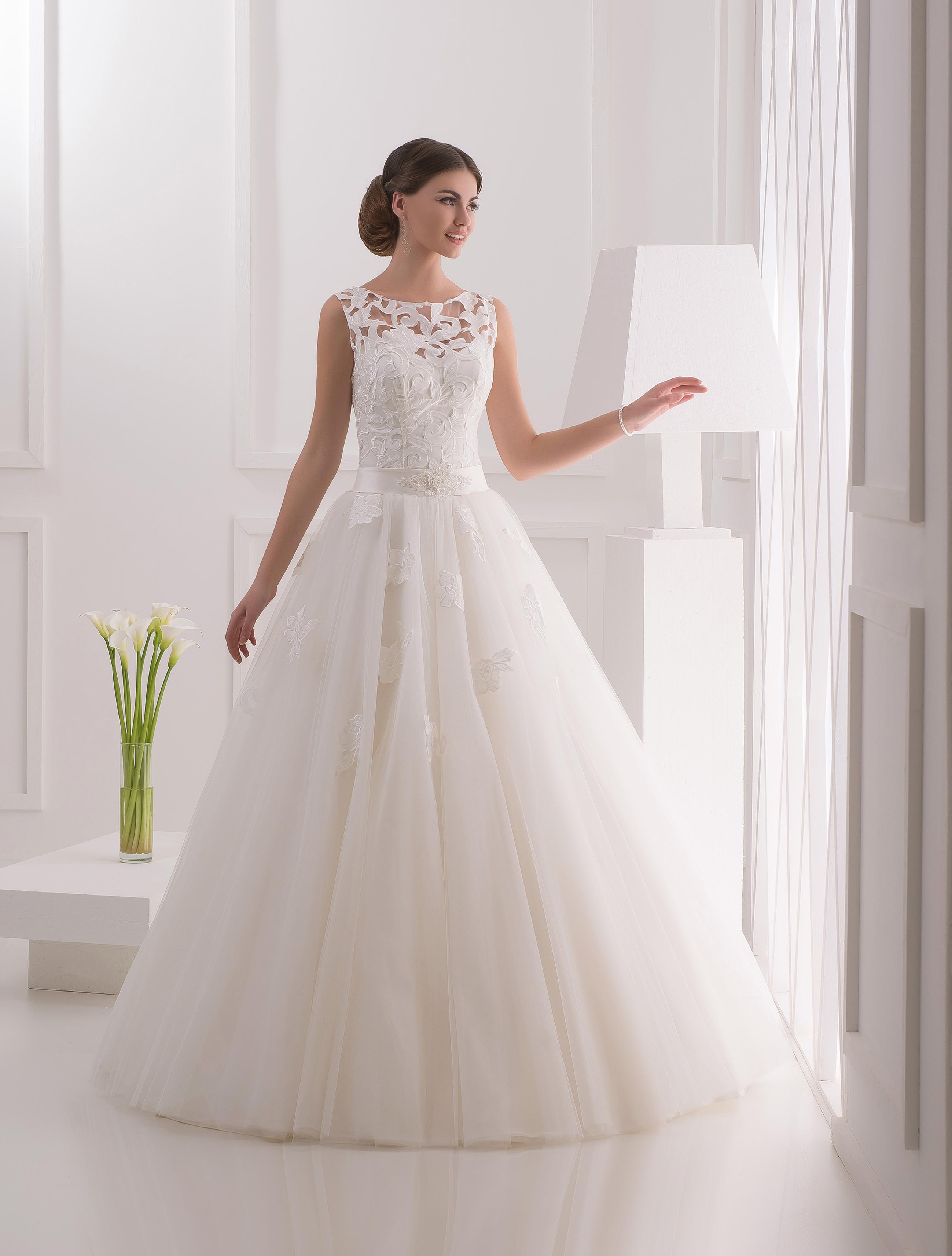 961a79942e8077 Купити весільні сукні оптом від виробника (Україна, Чернівці)