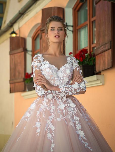 Весільні сукні оптом 2018 5e06a0e51286c